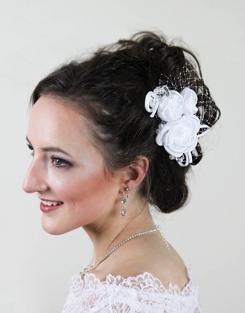Brauthaarschmuck aus Satin mit Perlen