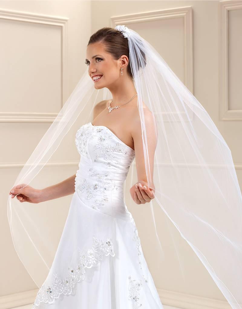 Weich fallender, langer Brautschleier in weiß oder ivory