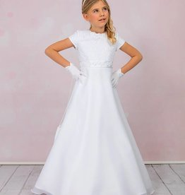 Julia ein schönes Kommunionskleid mit Spitze