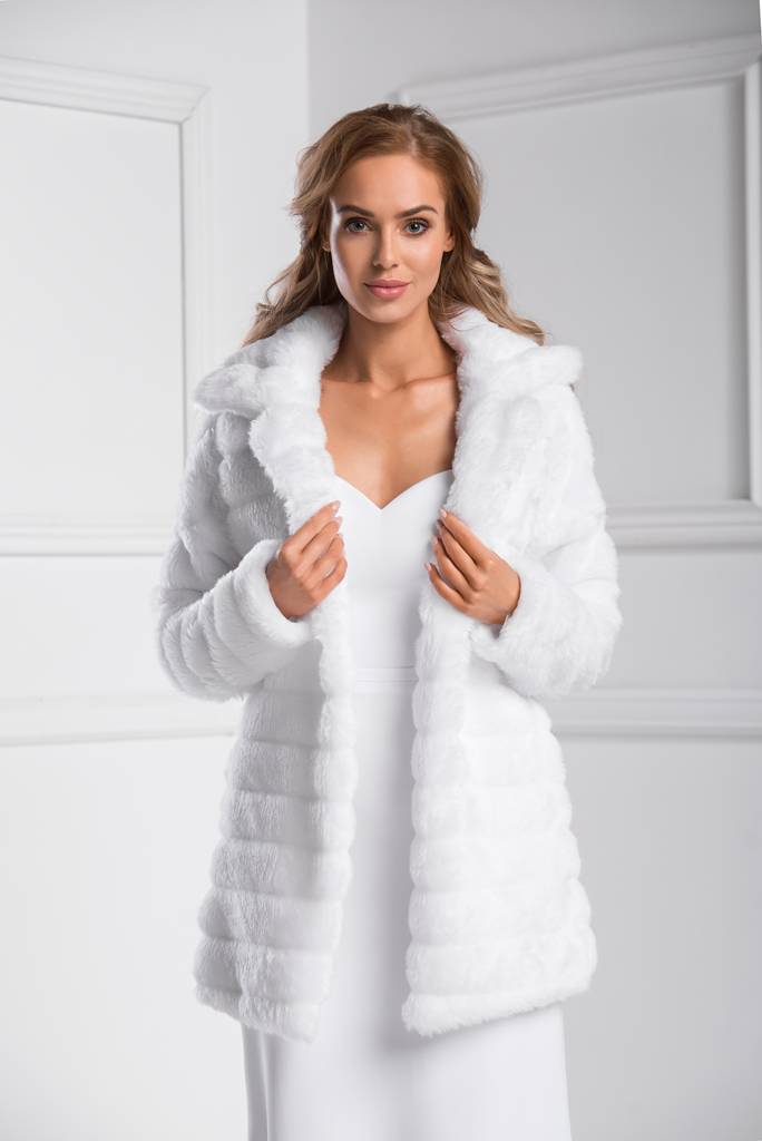 Warmer Brautmantel für die Winterhochzeit