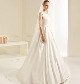 Softer Brautschleier lang mit vintage Spitze