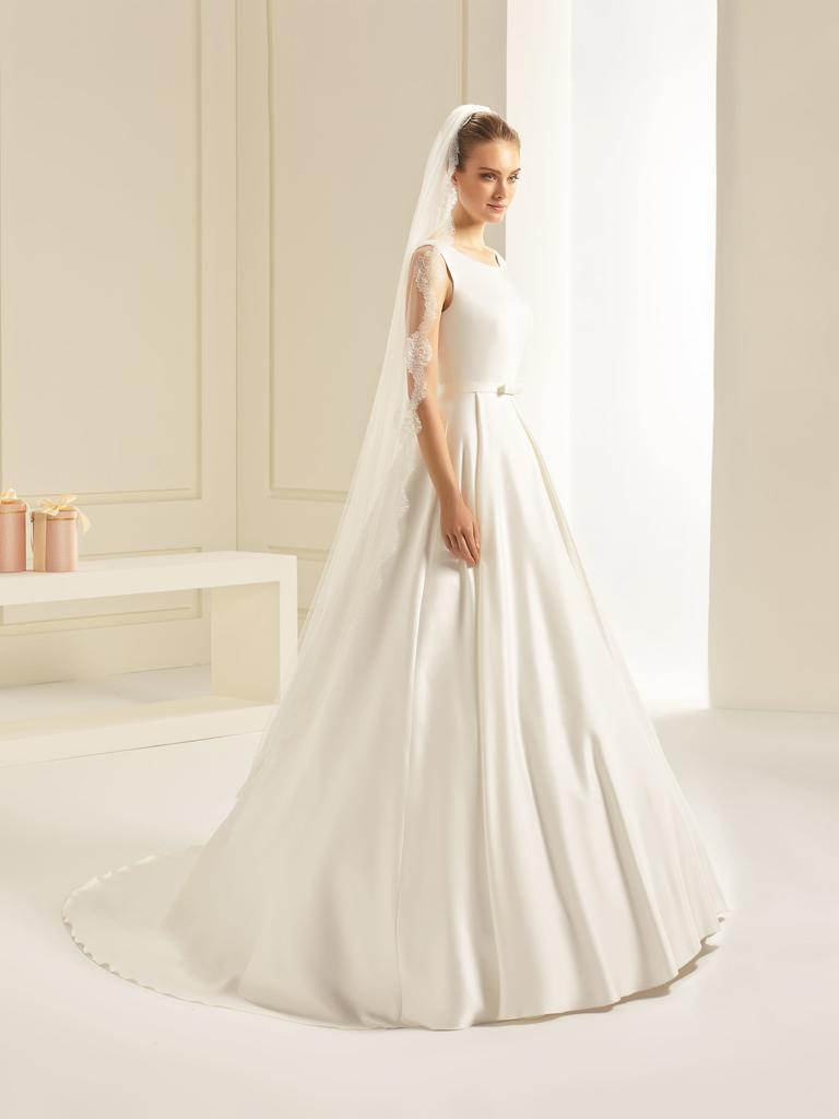 Softer langer Brautschleier mit vintage Spitze