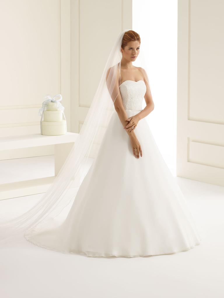 Bianco Evento Brautmode aus Berlin Sehr langer Brautschleier aus Softtüll