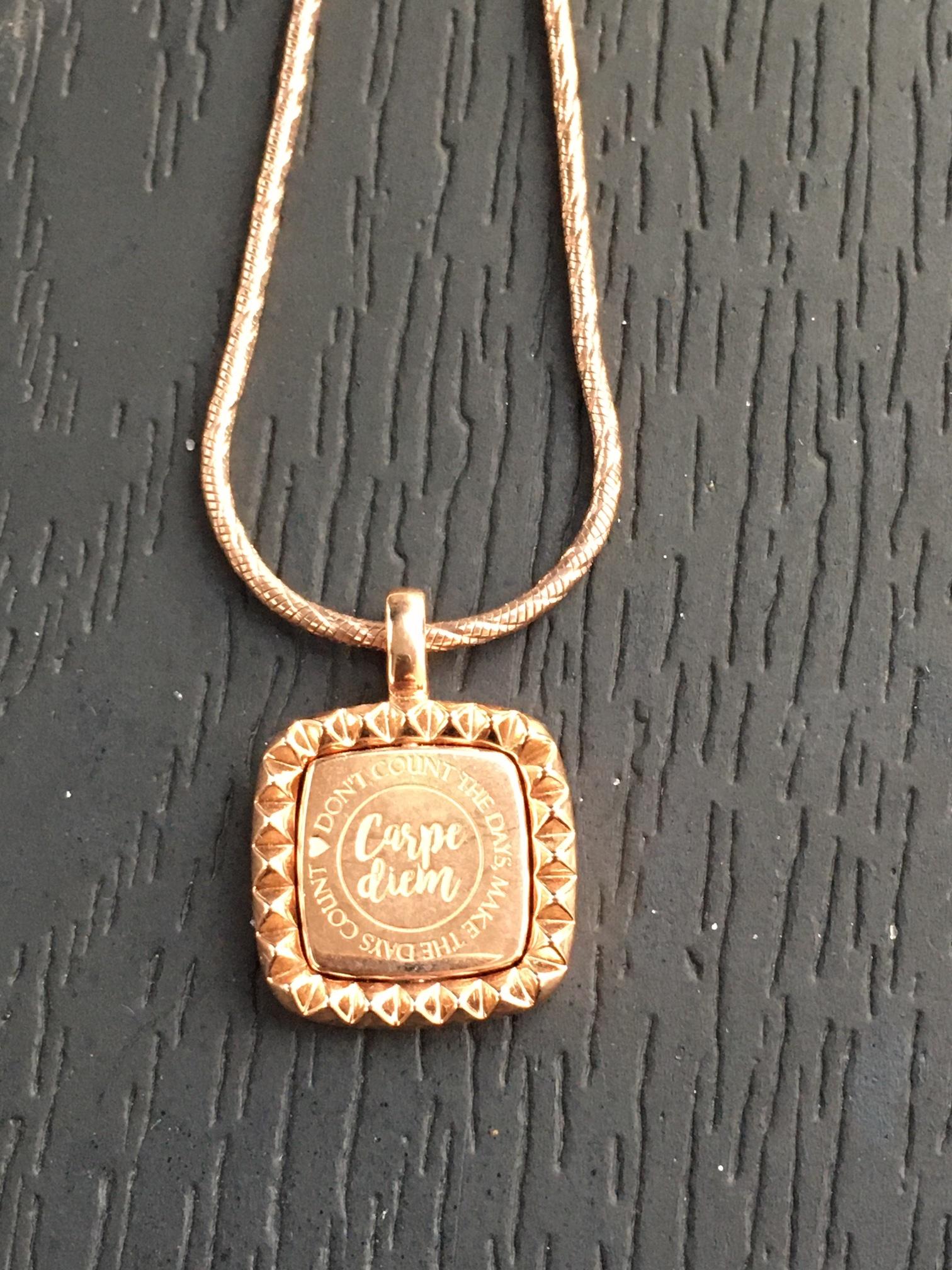 Mi Moneda  Mi Moneda Vintage hanger