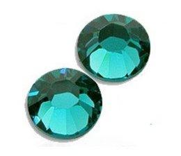Strass steentjes rond Blue Zircon