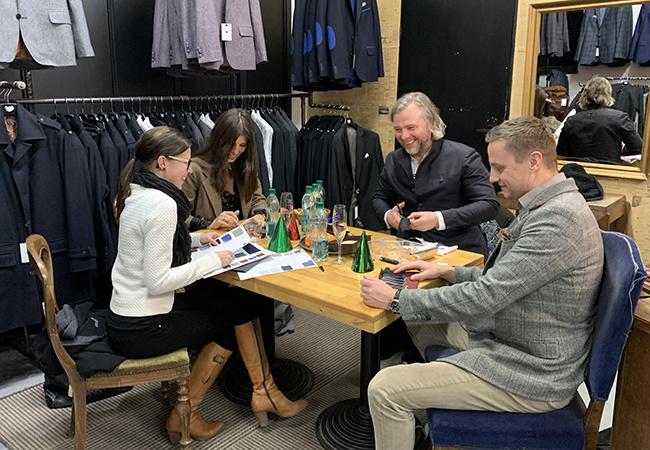 Sonja, Tuomo, Olly ja Ania suunnittelee tulevaa sesonkia