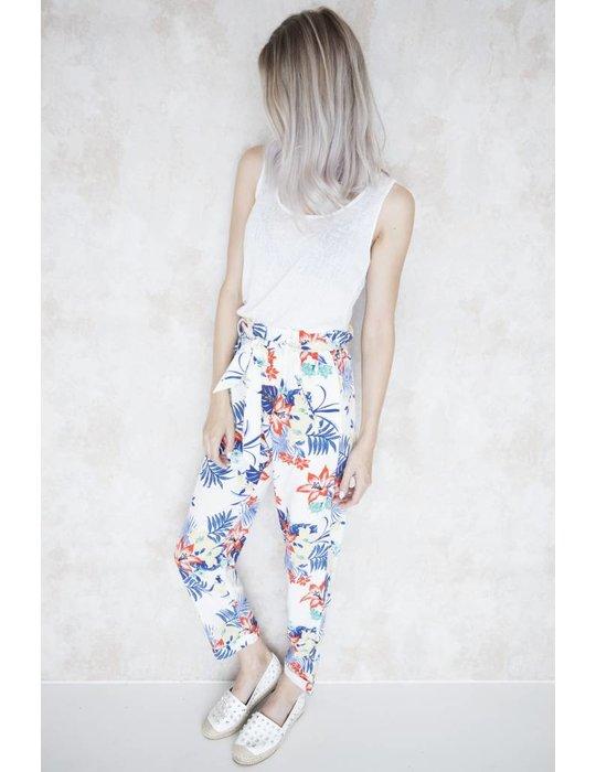 Elle Milla NEED SOME FLOWERS WHITE