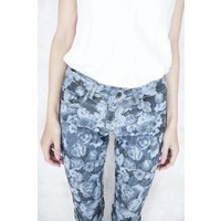 BASIC OR FLOWERED - JEANS