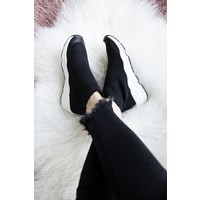 MOST COMFY BLACK - SNEAKERS