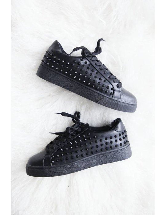 ellemilla BLACK STUDS KICKS