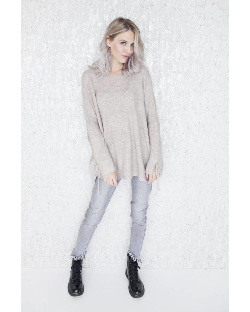 LACED UP ARMS TAUPE - SWEATER
