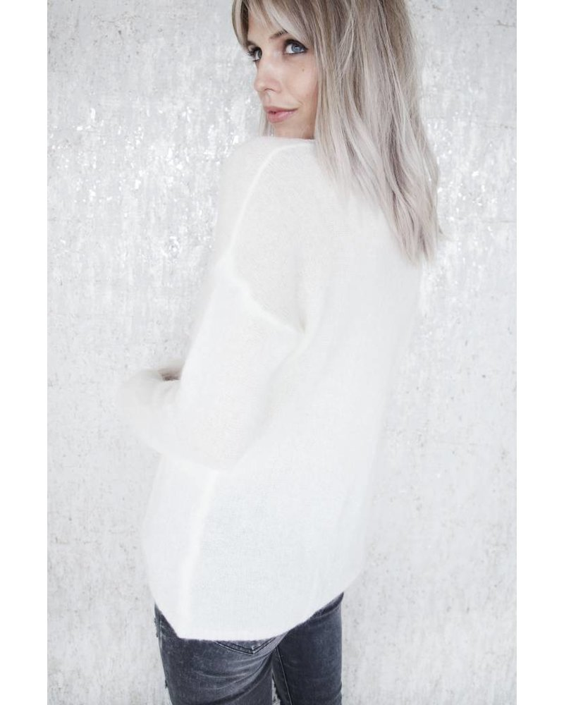 SO SOFT WHITE - SWEATER
