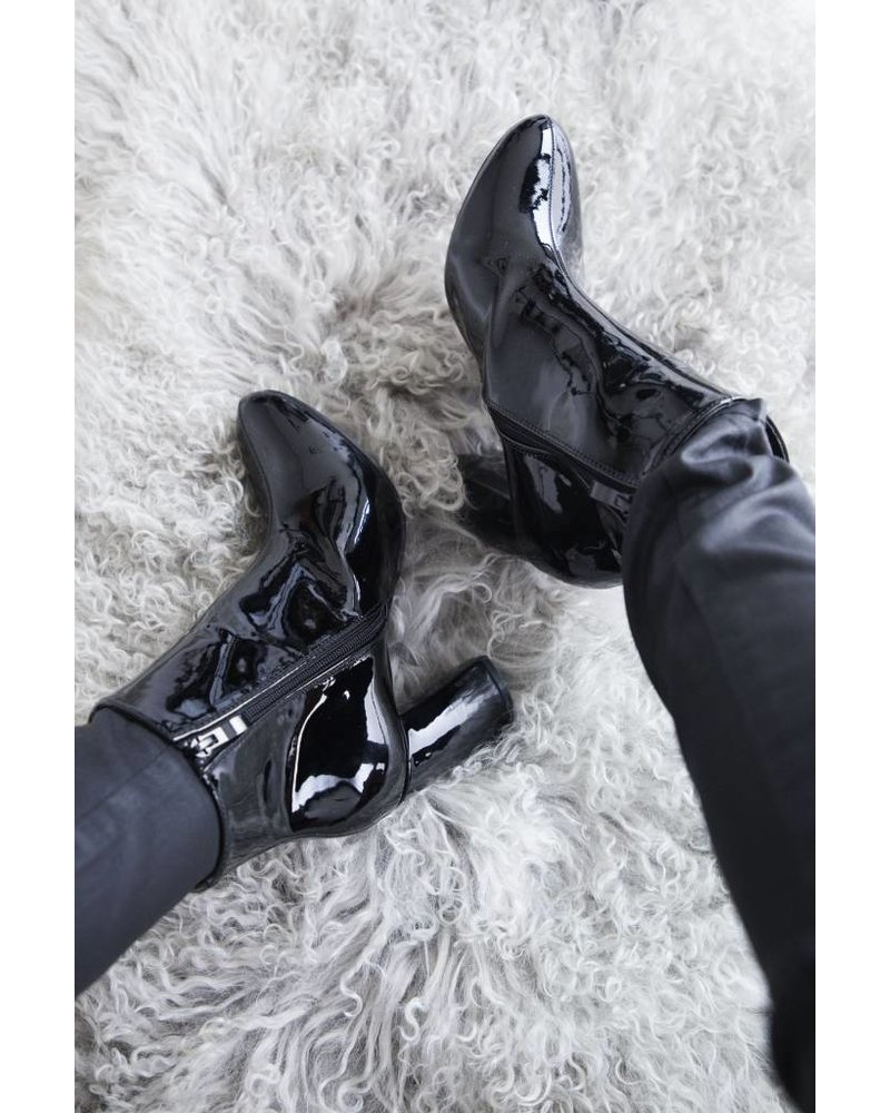 CLASSY WALK BLACK - HEELS