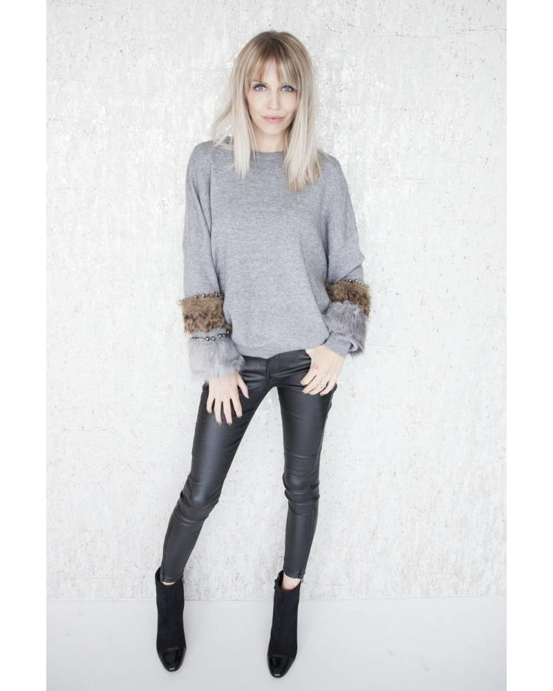 PEARLS AND FUR GREY - SWEATER
