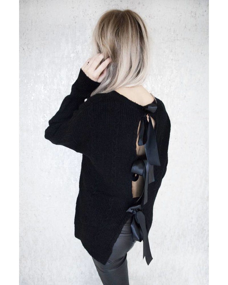 BOW IN THE BACK BLACK - TRUI