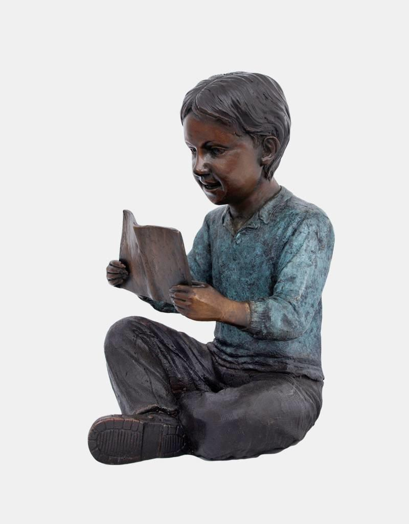 Harry – Bronzeskulptur eines lesenden Jungen