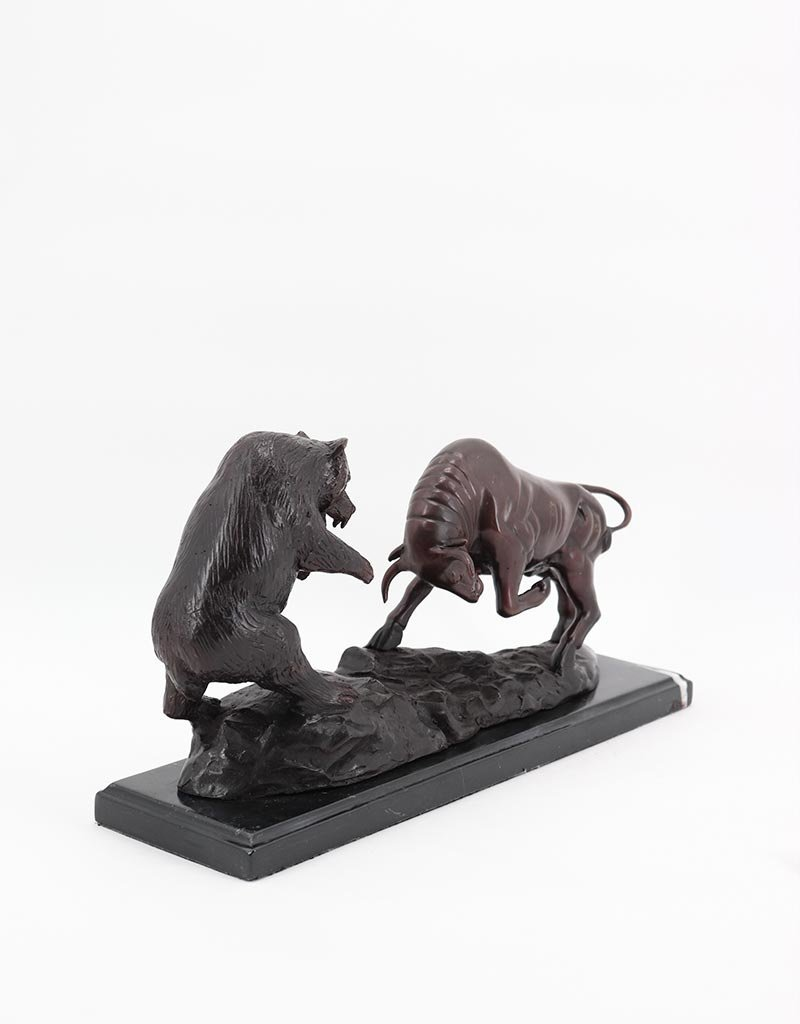 Bulle und Bär – Bronzefigur auf Marmorsockel