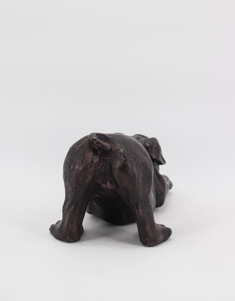 Paul – Liegender Mops Bronzestatue