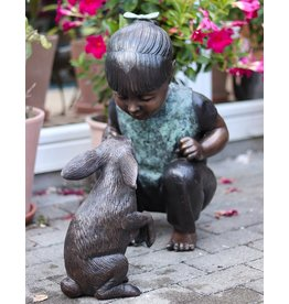 Alice – Mädchen mit Kaninchen