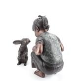Alice – Mädchen mit Kaninchen Bronzefiguren