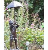 Robert – Junge mit Schirm Wasserspeier Bronze