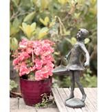 Marie – Mädchen mit Flechtkorb Bronzefigur