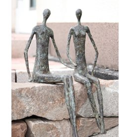 La Main – Kantenhocker Bronzefiguren