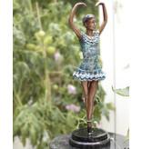 En Pointe – Ballerina Bronzefigur auf Marmor