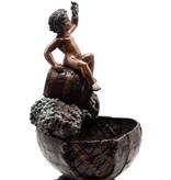 Vinus – Junge auf Weinfass Bronzefigur