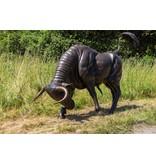 Taurus Impetus - Lebensgroßer Stier Skulptur in Angriffshaltung