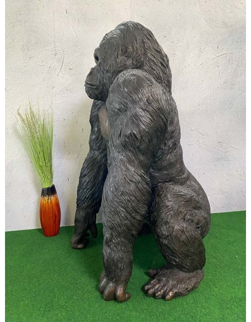Anakin – Lebensgroße Skulptur männlicher Gorilla