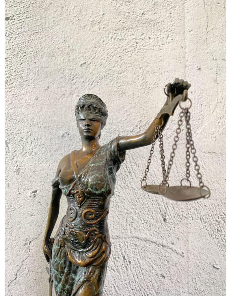 Stehende Justitia – Bronzeskulptur