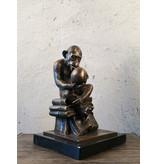Affe mit Schädel - Bronzestatue