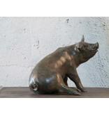 Rosi – Bronzefigur eines Hausschweins