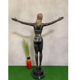 Selena – Sinnliche Frauenskulptur aus Bronze