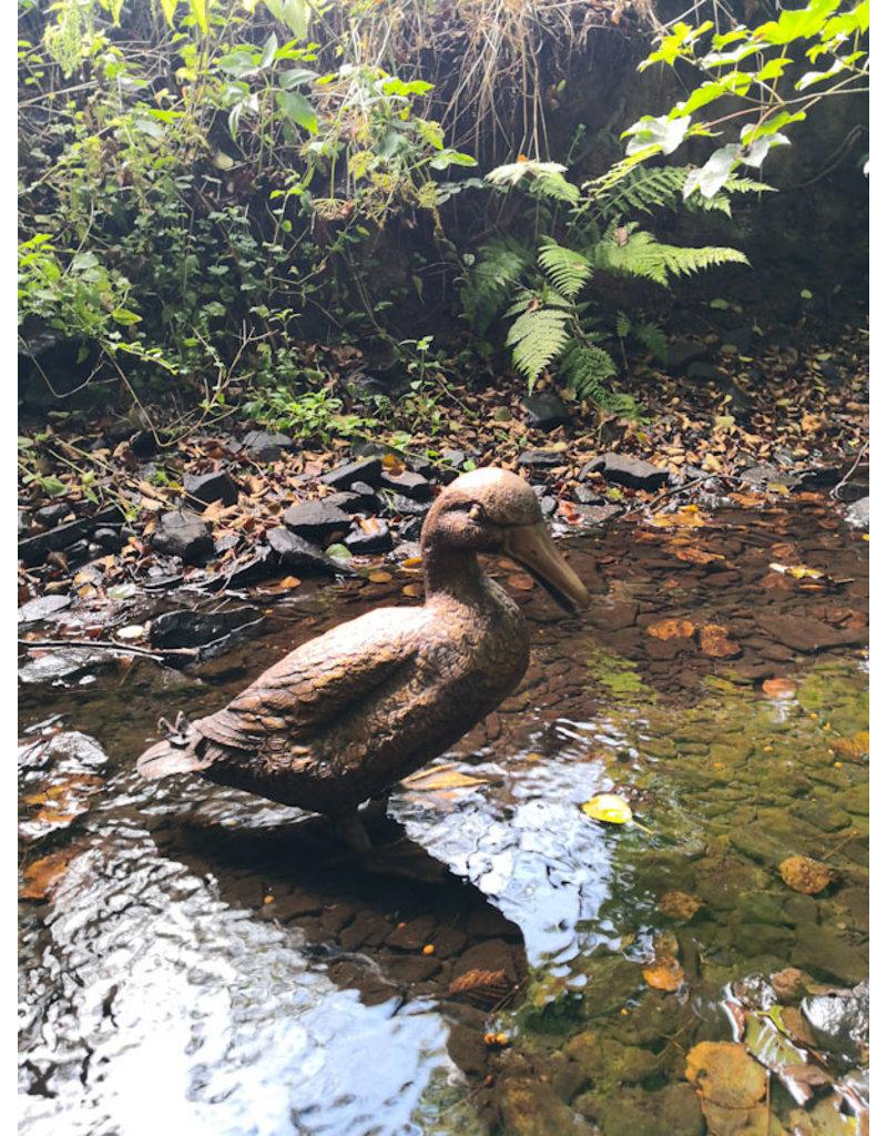 Kayu – Lebensgroße Skulptur einer Ente