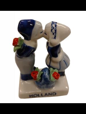 EH Beeldje - Delftsblauw - Kussend paar - Met bloemenmandje - 7cm