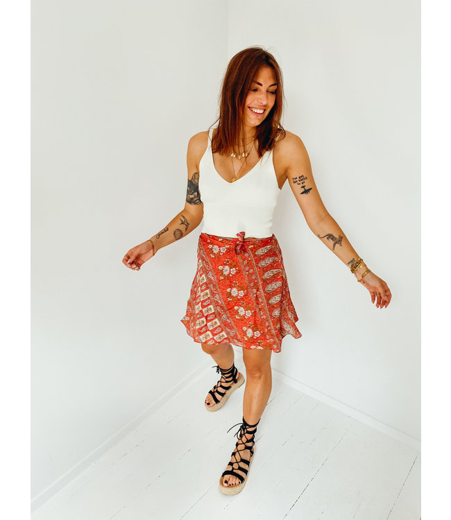 MOOST WANTED ANAROSA SKIRT WASHED RED FLOWER