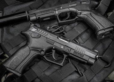 Pistols / Revolvers
