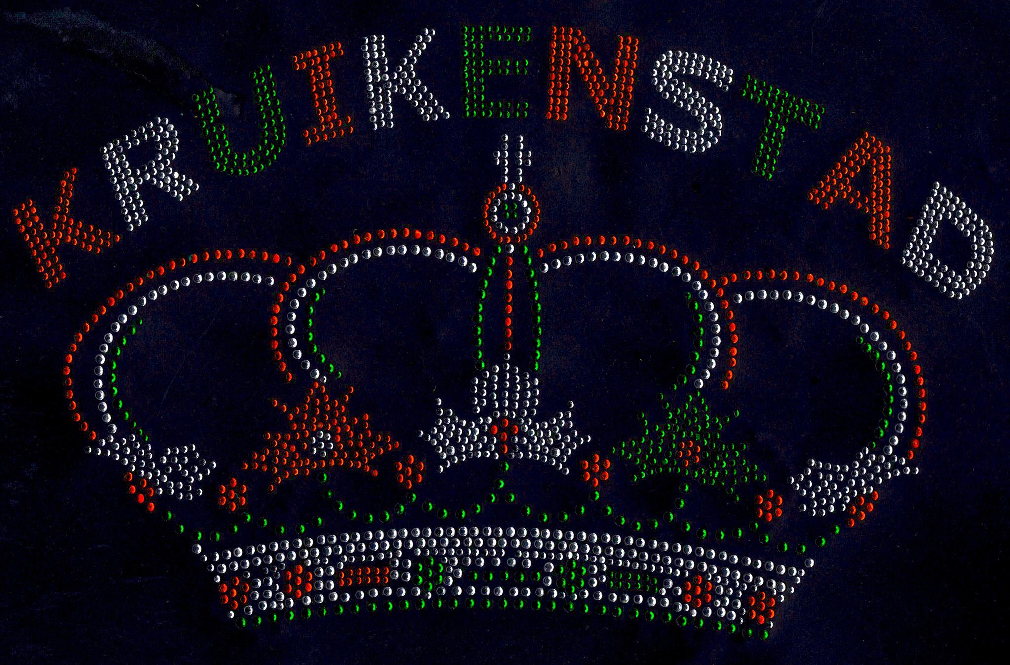 Niiniix Luxe kroon met tekst Kruikenstad strass embleem Carnaval in Tilburg