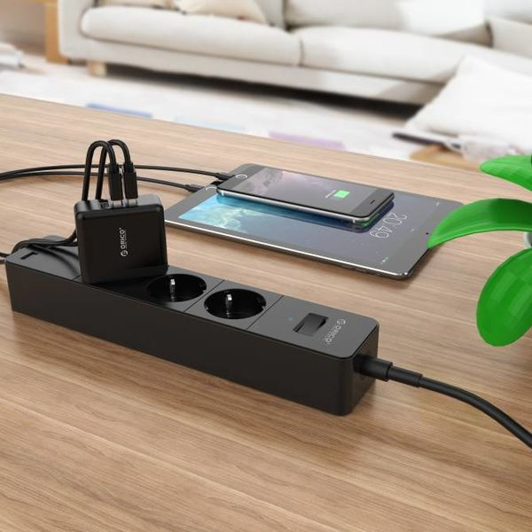 Orico Kompaktes Reise- / Heimladegerät mit 3x USB-Ladeanschlüssen - 5V-2,4 pro Anschluss - IC-Chip - Schwarz