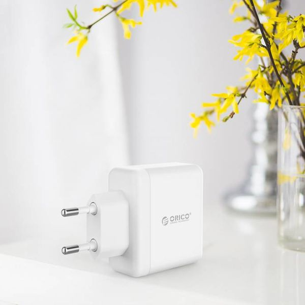 Orico Compacte reis/thuislader met 3x USB-laadpoorten - 5V-2,4 per poort -  IC Chip – Wit