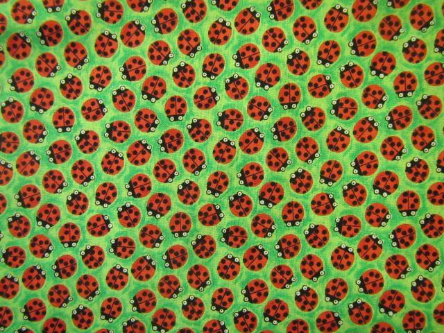 Stoff Marienkäfer auf grün