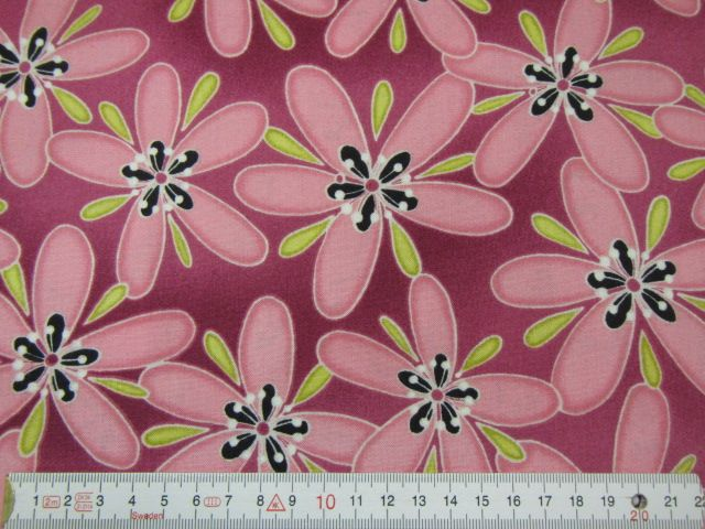 Patchworkstoff rosa Blumen auf magenta