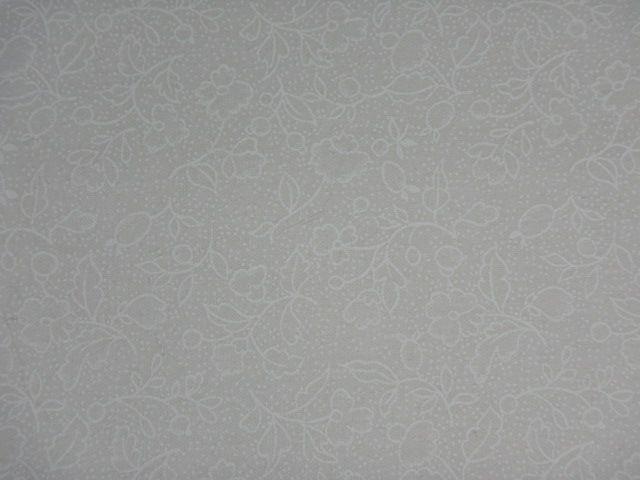 Patchworkstoff weiße Blumen und Tupfen auf weiß