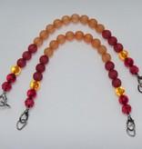 Taschenhenkel mit roten und orangen Perlen