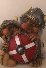 Troll hinter dem dänischen Schild