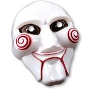 Partyline Ce masque de tueur psychopathe est en plastique blanc. Il représente un effrayant visage avec des spirales rouges imprimées sur les joues.  Ce masque possède des ouvertures au niveau des yeux et de la bouche pour plus de confort.  Il est rattaché à une ca