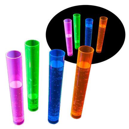 Als je blacklight op neon producten schijnt is het effect geweldig, net alsof de producten zelf lichtgeven.