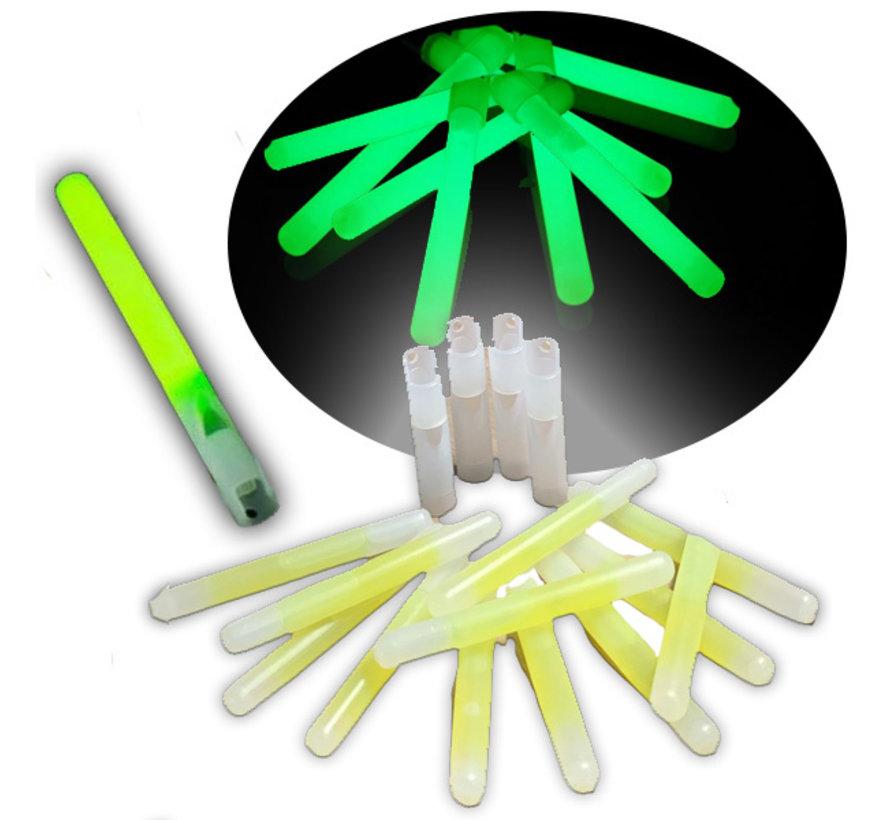 25 groene glow sticks met fluitje - geleverd met koordjes - glowtijd 6-8 uur